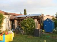 Capteurs solaires WAGNER & Co installés sur la toiture d'une extension. Daux (31)