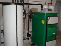 Chaudière bois bûches ORLAN 40kW pour chauffage central et eau chaude sanitaire (ballon blanc 300L double échangeur). Gouzens (31).