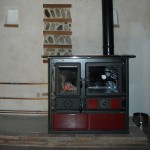 Cuisinière à bois pour chauffage central de marque NORDICA installée par la SARL SOLENEO