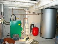 Chaudière bois bûches ORLAN 40kW avec ballon tampon 2500L pour chauffage central et eau chaude sanitaire. Durfort (09).