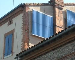 Chauffage solaire CONSOLAR avec capteurs tubes sous vide installés en façade . Carbonne (31)