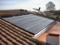 Installation photovoltaïque raccordée au réseau PHOTOWATT de 1.8kWc, intégration Solrif. Larmier à la gouttière. Saint-Lys (31)