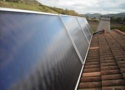 Chauffage solaire WAGNER & Co installé sur des supports sur toiture inclinés à 60°. Bordes s/Arize (09)