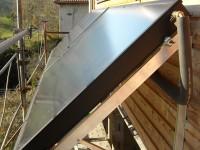 Capteurs solaires WAGNER & Co installés sur châssis en façade inclinés à 50° raccordés à un ballon de 500 litres combiné. Montastruc-de-Salies (31)