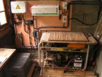 Installation  photovoltaïque pour site isolé. Onduleur/chargeur Trace, batterie solaire, chargeur solaire Steca. Guchen (65)