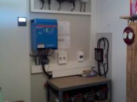 Installation photovoltaïque en autoconsommation avec stockage sur batteries. Onduleur réseau INGETEAM et onduleur/chargeur VICTRON Multiplus. Saint-Clar-de-Rivière (31)