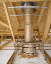 Conduit de fumées inox double paroi isolé pour poêle à granulés en maison BBC. Auterive (31).