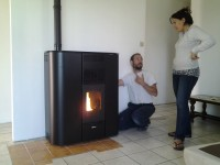 Poêle à granulés Fonte Flamme Reflet, 3-9kW, dans une maison en rénovation à Lafitte-Vigordane (31390)