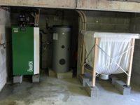 Chaudière à granulés Pellematic COMPACT de 16kW pour chauffage en rénovation sur plancher-chauffant. Trémie à alimentation manuelle de 450kg à Peyssies (31)