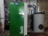 Chaudière à granulés Pellematic COMPACT de 16kW pour chauffage en rénovation. Couplage à un ballon d'eau chaude de 200 litres. Trémie de 5 tonnes de stockage à Quint (31)
