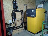 Chaudière bois bûches ETA SH 20 kW à Rieux dans le Volvestre (31). Ballon tampon de 1500 litres pour chauffage par plancher-chauffant
