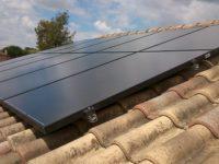 Installation DUALSUN à Escalquens avec 6 panneaux hybrides (thermique + PV) et 4 PV purs. Puissance totale  3kWc