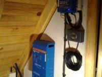 Onduleur/chargeur de 800W Victron Phoenix avec chargeur solaire BlueSolar à Bethmale en Ariège