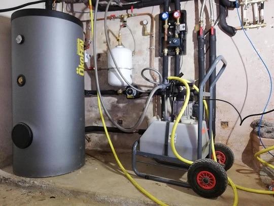 Désembouage de radiateurs à la pompe haute pression